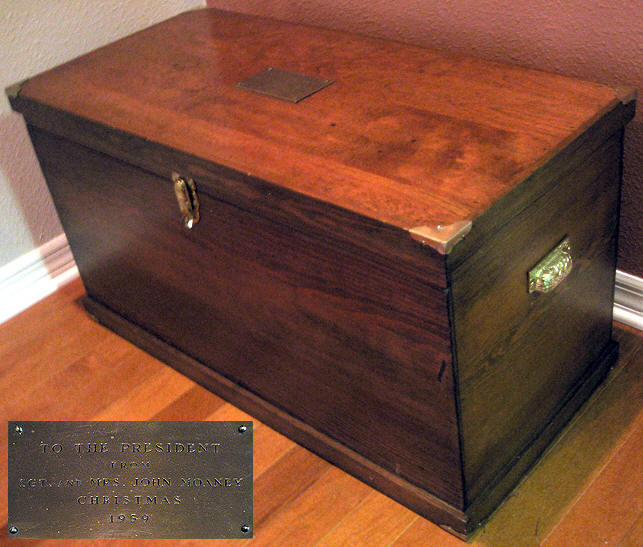 IKES TOOL CHECT|EISENHOWER TOOL CHEST|WHITE HOUSE MEMORABILIA|PRESIDENTIAL MEMORABILIA|THE RALEIGH DEGEER AMYX COLLECTION|THE AMERICAN HERITAGE COLLECTION|EISENHOWER MEMORABILIA|