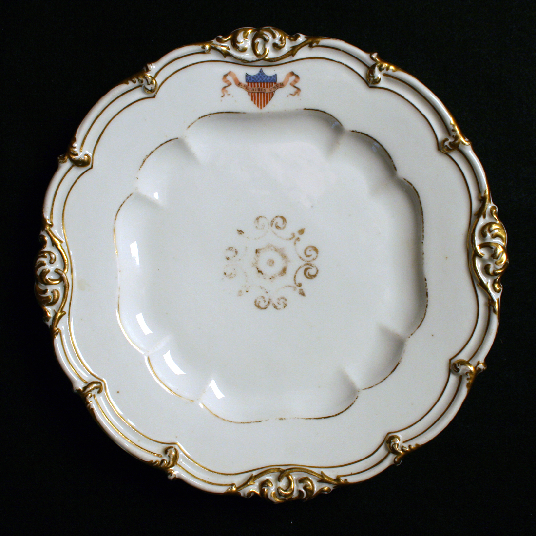 POLK DINNER PLATE WHITE HOUSE CHINA POLK CHINA THE RALEIGH DEGEER AMYX COLLECTION THE AMERICAN HERITAGE COLLECTION 