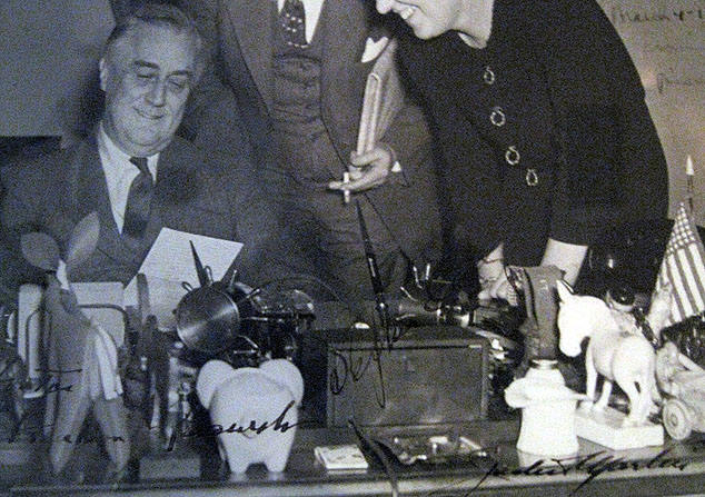 FDR OVAL OFFIC,OVAL OFFICE DESK,FDRS DEMOCRATIC DONKEY,FDRS HO TOI,PRESIDENTIAL MEMORABILA,THE RALEIGH DEGEER AMYX COLLECTION,